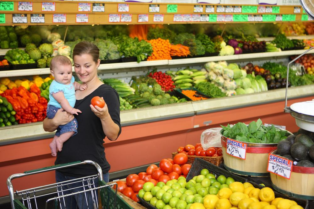 Mother_and_baby_in_supermarket_lrge